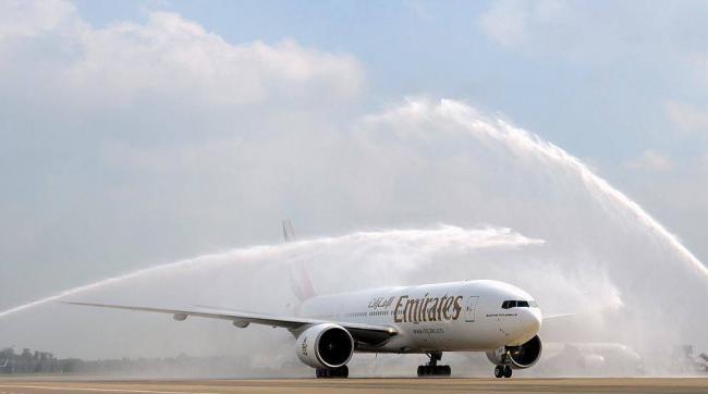 Ontvangst Emirates met waterkanon