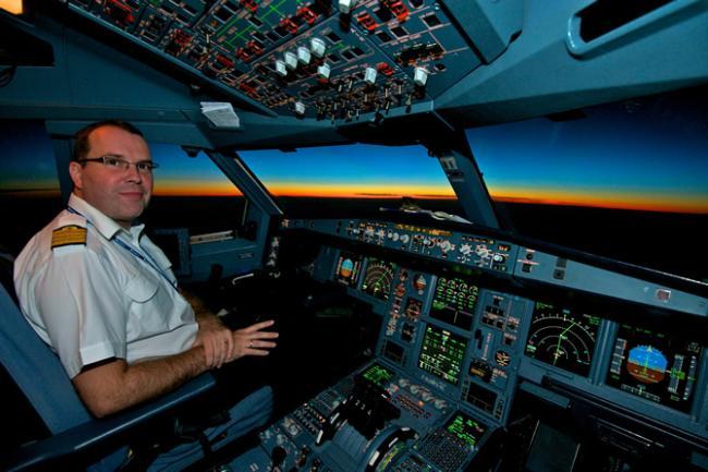 A340 cockpit bij zonsopgang