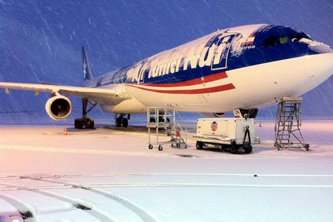 A340 in sneeuw in Parijs CDG