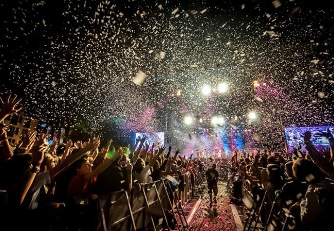 LMFAO tijdens Win For Life Suikerrock 2012
