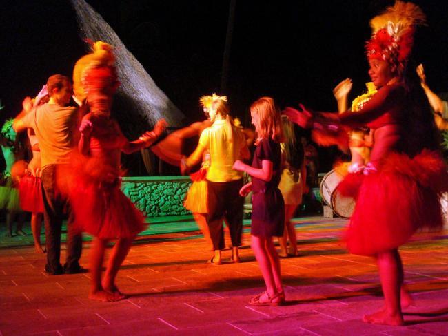 Sara danst Tahitiaans