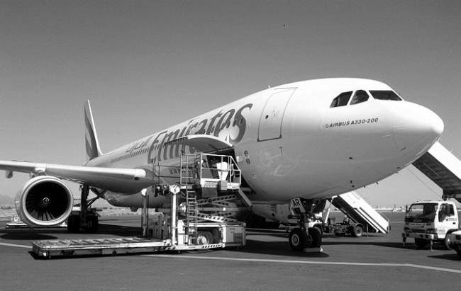 Emirates A330 B/W