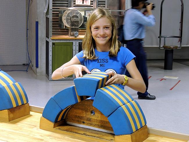 Sara bouwt brug