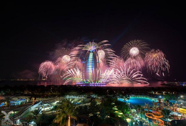 Burj Al Arab vuurwerk tijdens UAE National Day