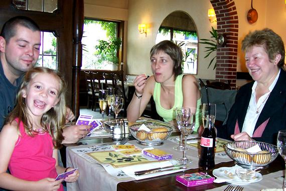 Sara, Wim, Annicke en Rita op restaurant