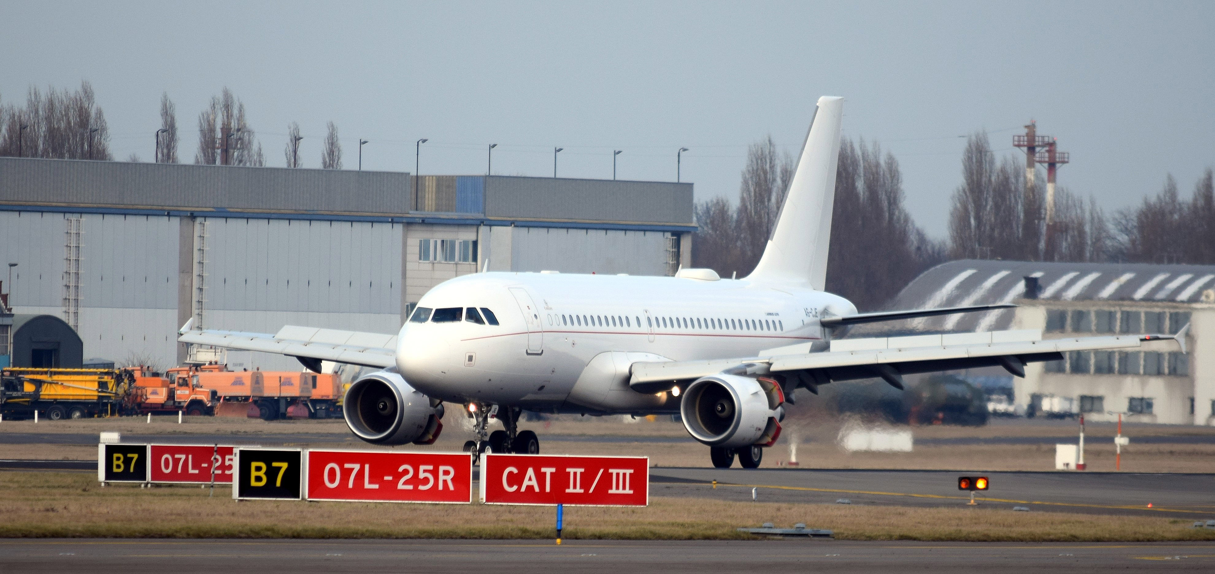 Emirates A319CJ in Brussels EBBR
