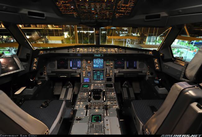 Airbus A340-300 cockpit