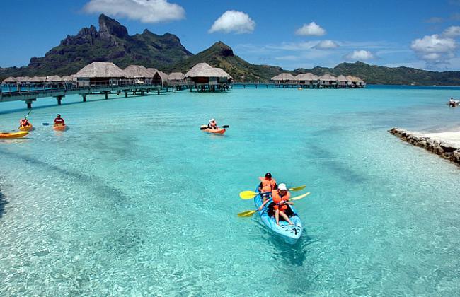 Kayak in Bora Bora