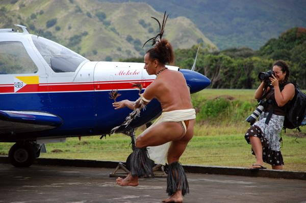 Doop van vliegtuig met vogeldans