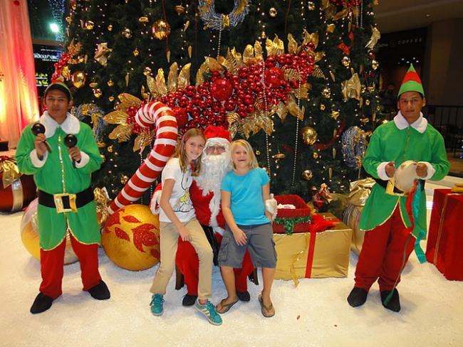 Kerstman in Dubai Festival City Mall