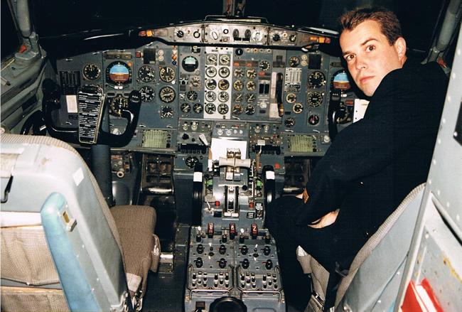 Boeing 737-200 cockpit