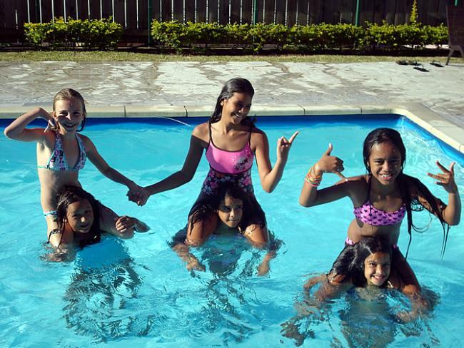 Spelen in het zwembad