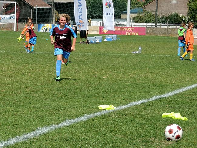 Roos in aktie op het voetbalveld van Bunsbeek