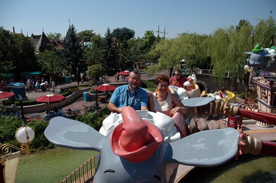 Pierre & Magda in een Dumbo-olifant